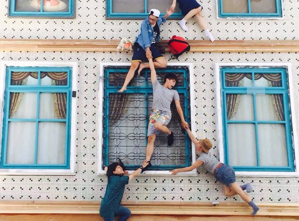 """Climb The Walls Of """"A House In Kaohsiung"""" With Leandro Erlich's Batiment Installation"""